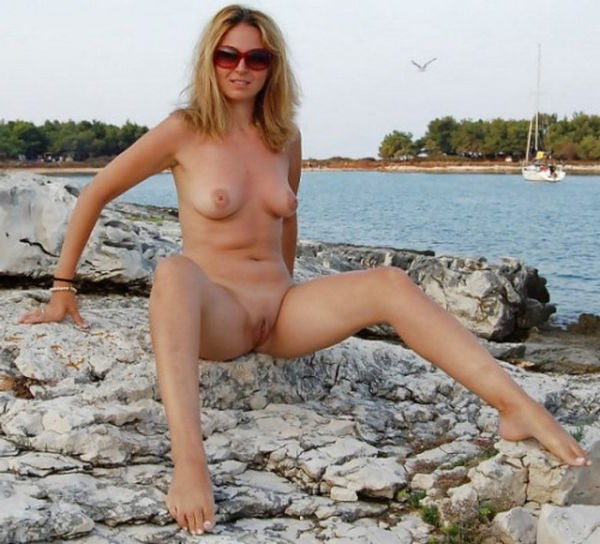 Belle blonde cougar pour un plan coquin