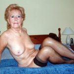Bernadette cougar prête à offrir son cul