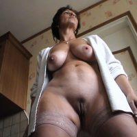 Alexandra cougar bourgeoise aux beaux seins à croquer