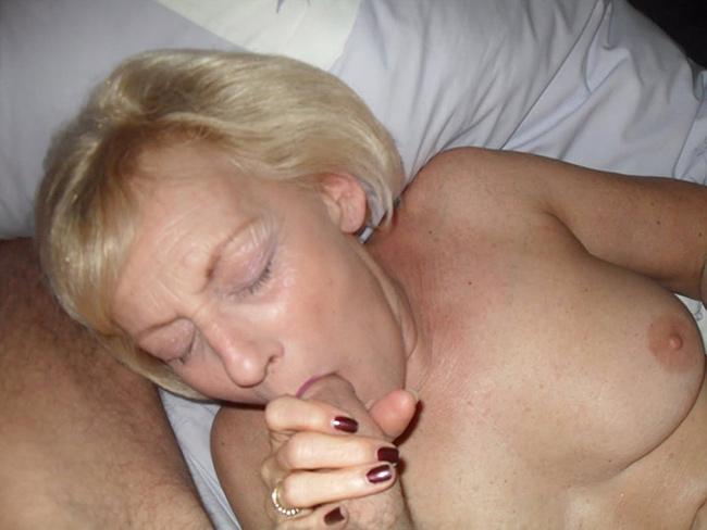 Régine cougar blonde